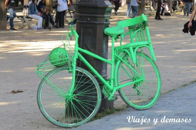 Por eso su bicicleta es verde tambien