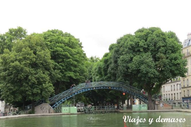 Uno de los puentes que atraviesan el canal