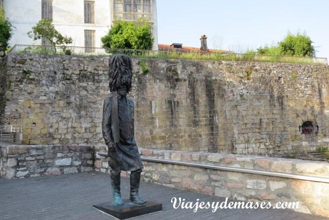 Aquí se puede apreciar parte de la muralla que encierra el casco antiguo.