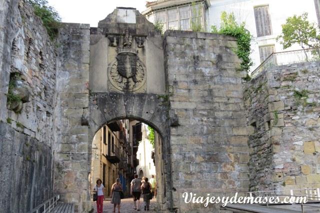 Una de las puertas de entrada a la ciudad vieja.