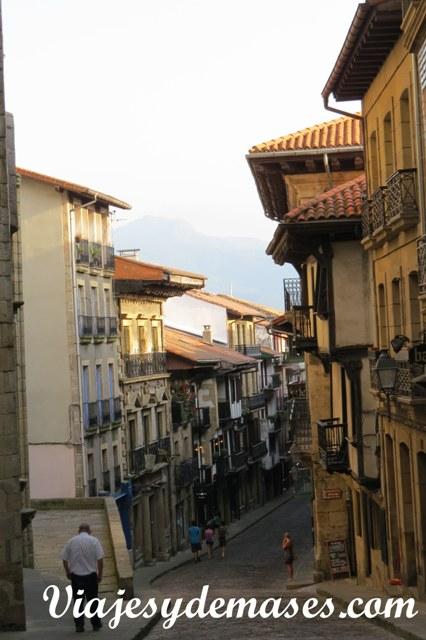 La calle principal desde la parte alta.