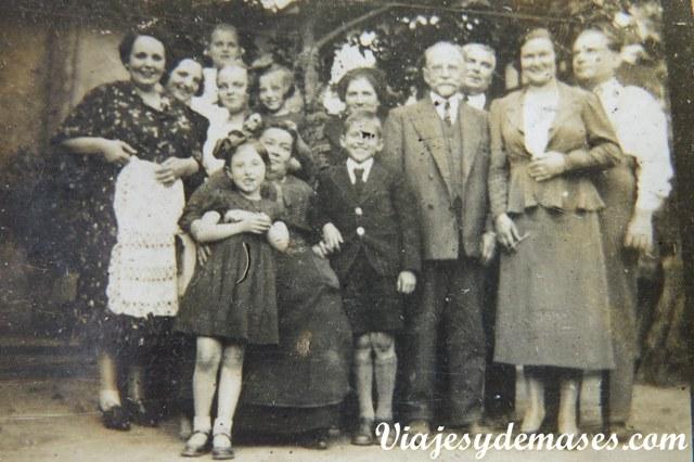 Esta foto fu tomada en Chile y aparecen mis bisabuelos, mi abuela y sus hermanos.