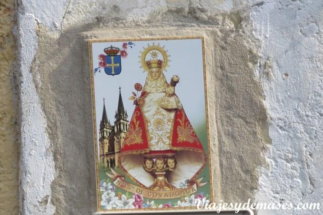 La Virgen de Covadonga, patrona de Asturias.
