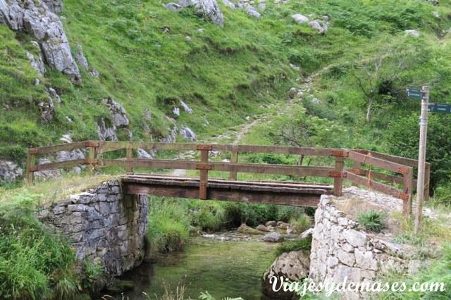 Uno de los puentes que se cruzan durante el camino.