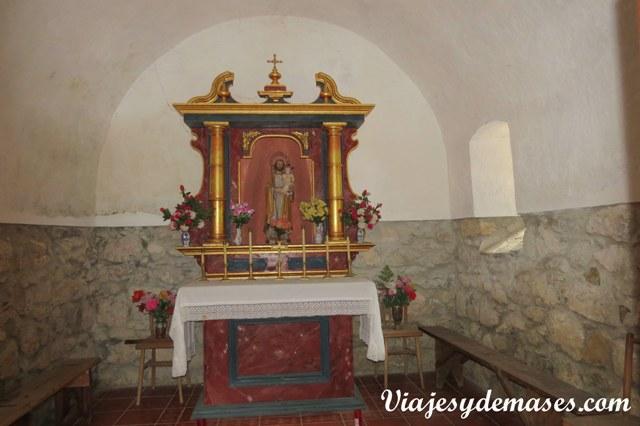 El interior de la capilla. Estaba cerrada cuando fuimos.
