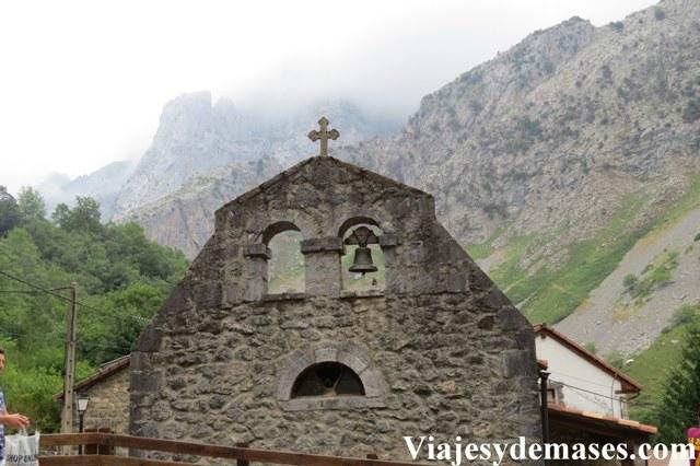En todo pueblo español hay una capilla.