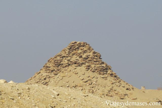 Pirámide en ruinas.