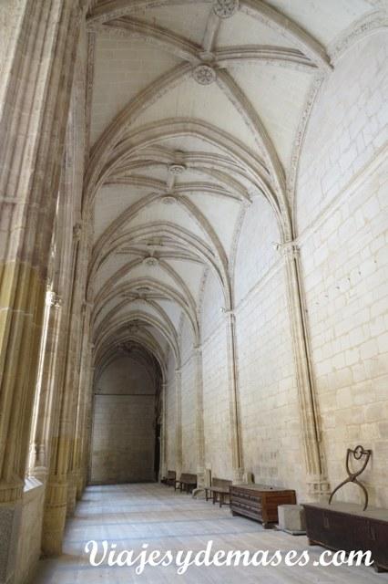 Claustro de la catedral de Segovia, España.