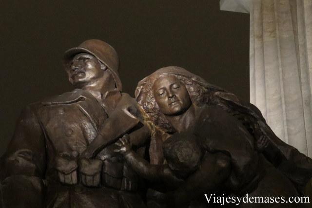 Otro detalle del monumento.