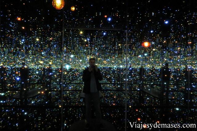 ¡Esta pieza con luces y espejos que encantó!