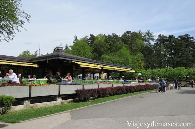 Restaurant con terraza.