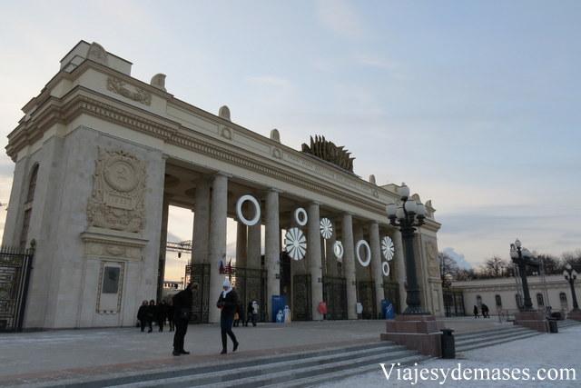 Entrada principal del parque Gorki.